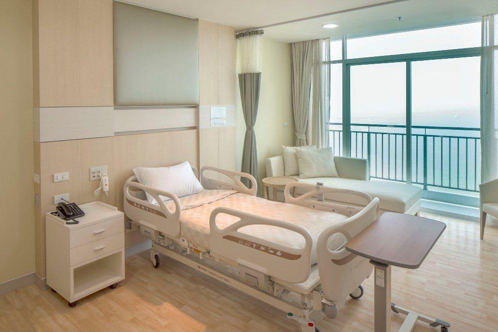 サミティヴェート病院シラチャー病室